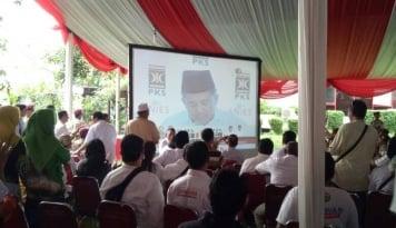 Foto Anies-Sandi Unggul Sementara, DPP Gerindra Riuh dengan Teriakan Relawan