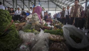 Foto Kemenkop UKM dan DPR Pantau Harga Kebutuhan Pokok Jelang Lebaran