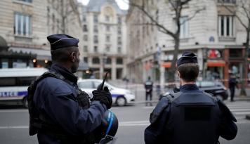 Foto Rakyat Perancis Jalani Pemilihan Presiden Yang Menegangkan