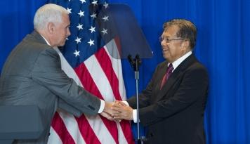 Foto Wapres JK dan Mike Pance Saksikan Penandatanganan Dua MoU Kesepahaman Energi