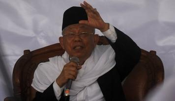 Foto Ma'ruf: Santri Bantu Jelaskan, Isu Jokowi dan PKI Tidak Benar