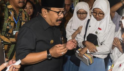 Foto Pakde Karwo Pimpin Upacara HUT RI ke-72 di Surabaya