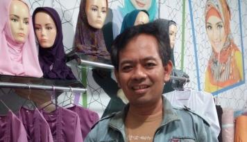 Foto Modal Dengkul, Bisnis Hijab Ini Raih Omzet Ratusan Juta Perbulan