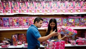 Foto Penjualan Boneka Barbie Turun 13%, Mattel Resah