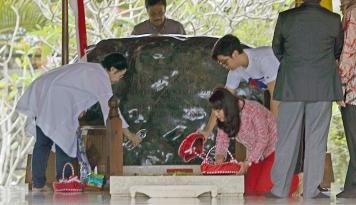 Foto Didampingi Djarot, Megawati Diam Saja