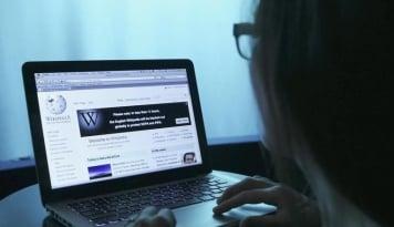 Foto Tak Pasang Iklan, Bos Wikipedia Hanya Andalkan Donasi