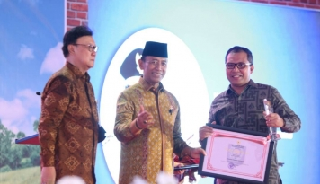 Foto Wali Kota Makassar Raih Satyalencana Tercepat di Indonesia