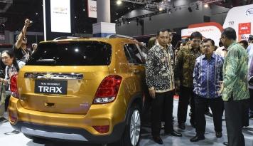 Foto JK: Kemajuan Negara Diukur dari Penjualan Mobil