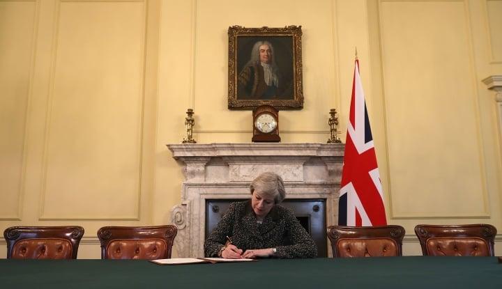 Foto Berita Theresa May Setujui Draft Deklarasi Brexit dengan Uni Eropa
