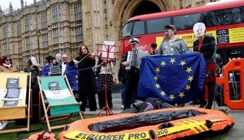 Foto Menkeu Inggris: Ketidakpastian Brexit Rugikan Bisnis Investasi di Dalam Negeri