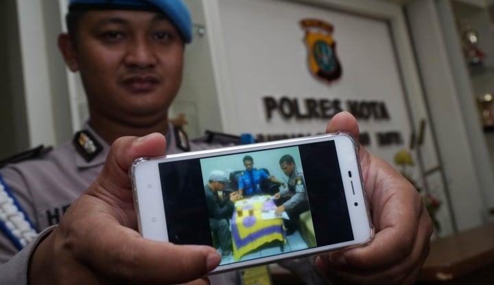 Foto Berita Polisi Buru Hantu Pocong Mainan Bikinan Anak-Anak
