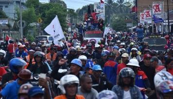Foto Pembubaran Aksi Karyawan Freeport Tewaskan Warga Sipil