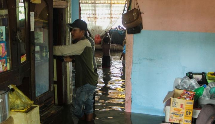 Foto Berita Kemensos Salurkan Bantuan Korban Banjir Cirebon