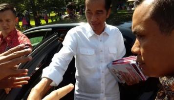 Foto Warga Ciawi Teriaki Jokowi,