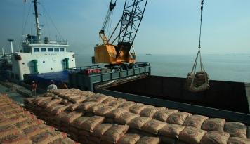 Foto Semen Indonesia Lakukan Sinergi BUMN untuk Pembuatan Semen