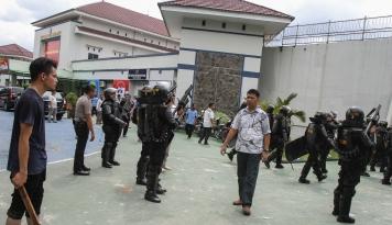 Foto Polisi Buru Delapan Tahanan yang Kabur dari Lapas