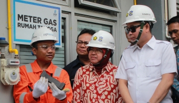 Foto Jonan Resmikan Jaringan Gas Senilai Rp221,9 Miliar di Surabaya