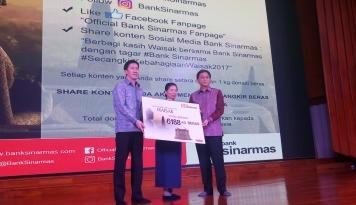 Foto Manfaatkan Media Sosial, Bank Sinarmas Salurkan Donasi 6.188 KG Beras