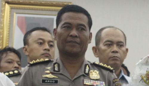 Foto Polisi Cari Motif Pembunuhan Sekeluarga di Bekasi