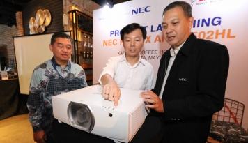 Foto NEC Perkenalkan Compact Intallation Projector Ultra HD