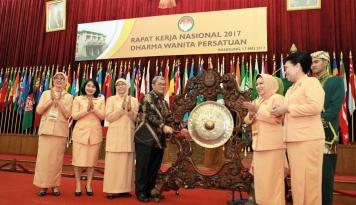 Foto Aher Sambut Baik MoU antara Kemenkop dan Dharma Wanita Persatuan
