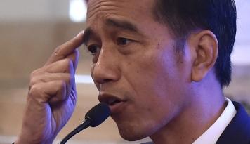 Foto Lontarkan Kata 'Gebuk', Jokowi Tiru Soeharto?