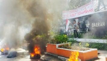 Foto Demo Peringati Harkitnas, Mahasiswa Makassar Minta Jokowi-JK Mundur