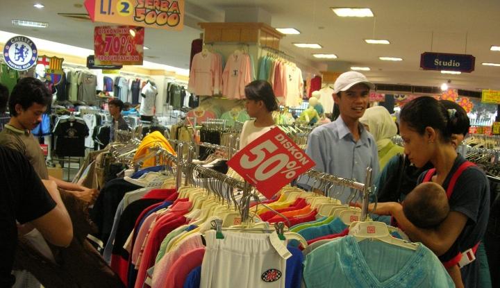 Foto Berita Sepekan Jelang Lebaran, Pusat Perbelanjaan di Medan Membludak