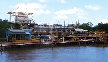 Foto Minyak Tumpah di Ambon, Apa Kata Pertamina?