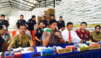 Foto Satgas Pangan Pastikan Tarik Peredaran Gula 'Sari Wangi' di Pasaran