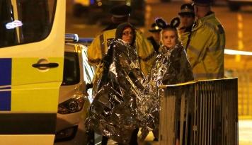 """Foto Singapura """"mengutuk keras"""" Serangan Bom yang Terjadi di Manchester Arena"""