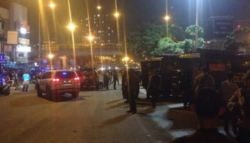 Foto Polisi Masih Lakukan Olah TKP Bom Kampung Melayu
