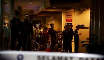 Foto Anies Baswedan Kunjungi Korban Bom Kampung Melayu