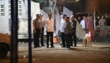 Foto Jokowi Kunjungi TKP Bom Kampung Melayu