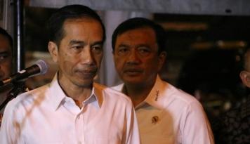 Foto Jokowi Didesak Copot Kepala BIN, Masalahnya?