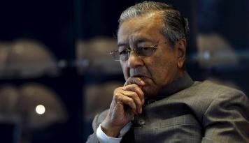 Foto Mahathir Larang Mantan PM Najib Tinggalkan Malaysia