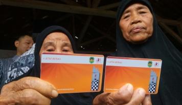 Foto Empat Desa di Purwakarta Terapkan ATM Beras
