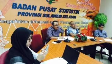 Foto Jumlah Penumpang Pesawat dan Kapal di Makassar Naik Signifikan