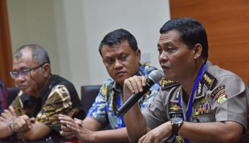 Foto Polisi Belum Tahan Sekda Pemprov Papua, Karena....