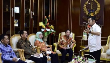 Foto Gubernur Sulsel Prihatin Setya Novanto Jadi Tersangka