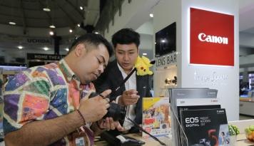 Foto Canon Hadirkan Generasi EOS Terbaru