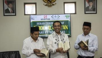 Foto Sinar Mas Wakafkan 5.000 Al Quran ke NU