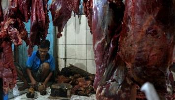 Foto IKT Bagikan 2.000 Paket Paket Daging di Pulau Bangka