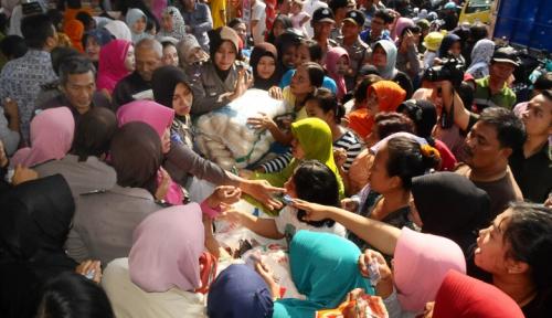 Foto Operasi Pasar Murah Jadi Buruan Para Ibu Rumah Tangga
