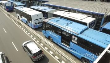 Foto Dishub Yakin Sistem Ganjil-Genap Dongkrak Penumpang Transjakarta