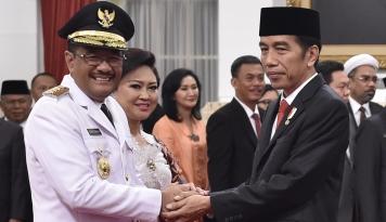 Foto Jelang Lengser, Gubernur Djarot Bacakan LPJ