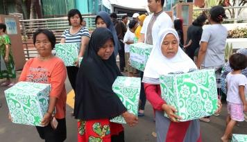Foto 2.129 Warga Madiun Terima Bantuan Pangan Non Tunai Daerah