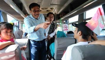 Foto Gubernur Djarot Lepas Pemudik  Gratis Sido Muncul