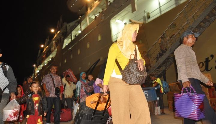 Foto Berita Pelabuhan Tanjung Priok Berangkatkan 9.300 Pemudik