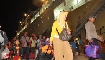 Foto Pelni: Trafik Penumpang Angkutan Laut di Makassar Cenderung Menurun